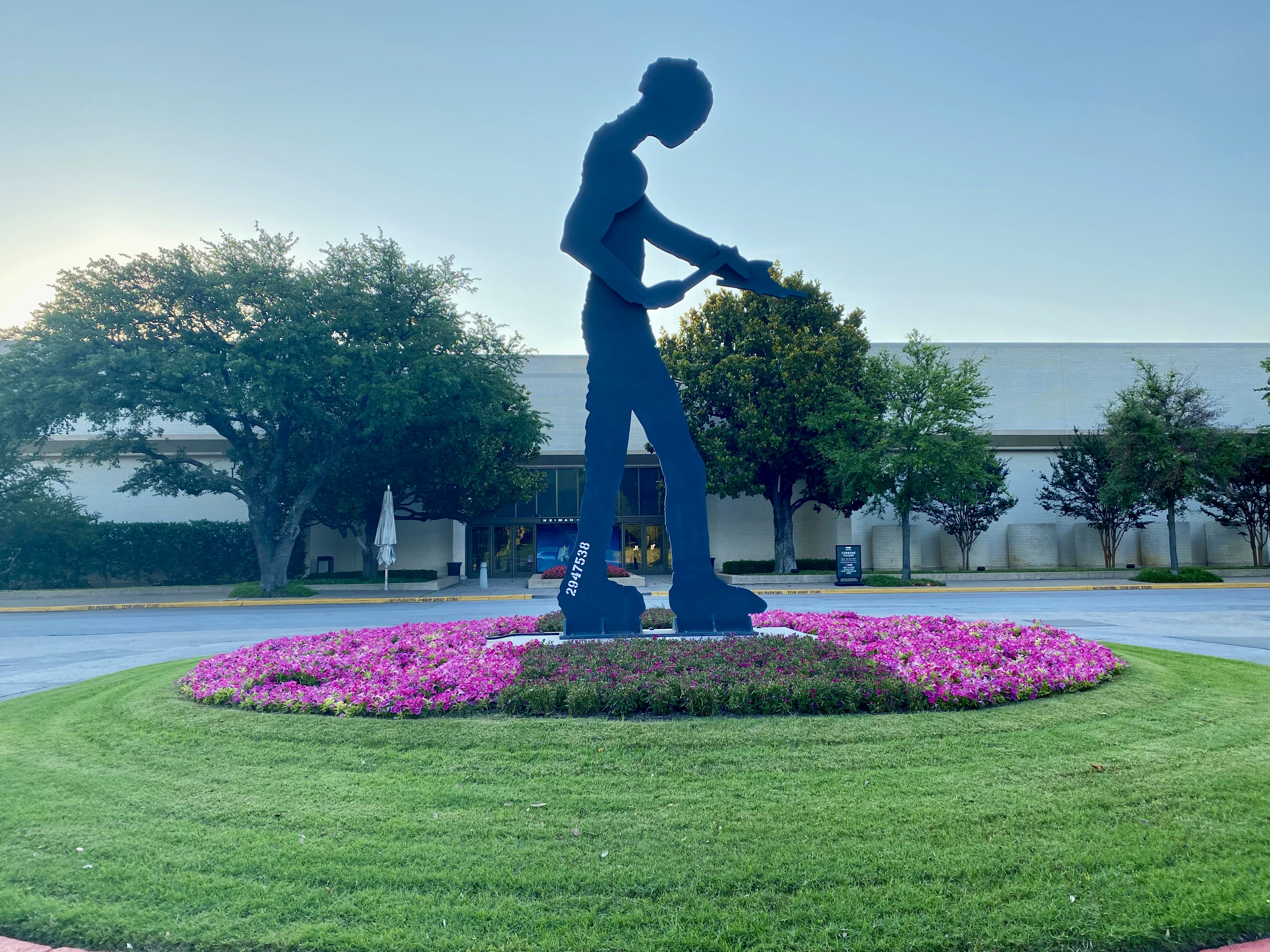 Sculpture at NorthPark Shopping Center in North Dallas, TX