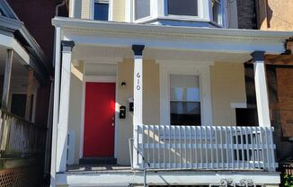 610 S Pershing Avenue