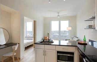 Lyndy Apartments