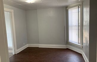 Downtown Large one bedroom  apartment with bonus room