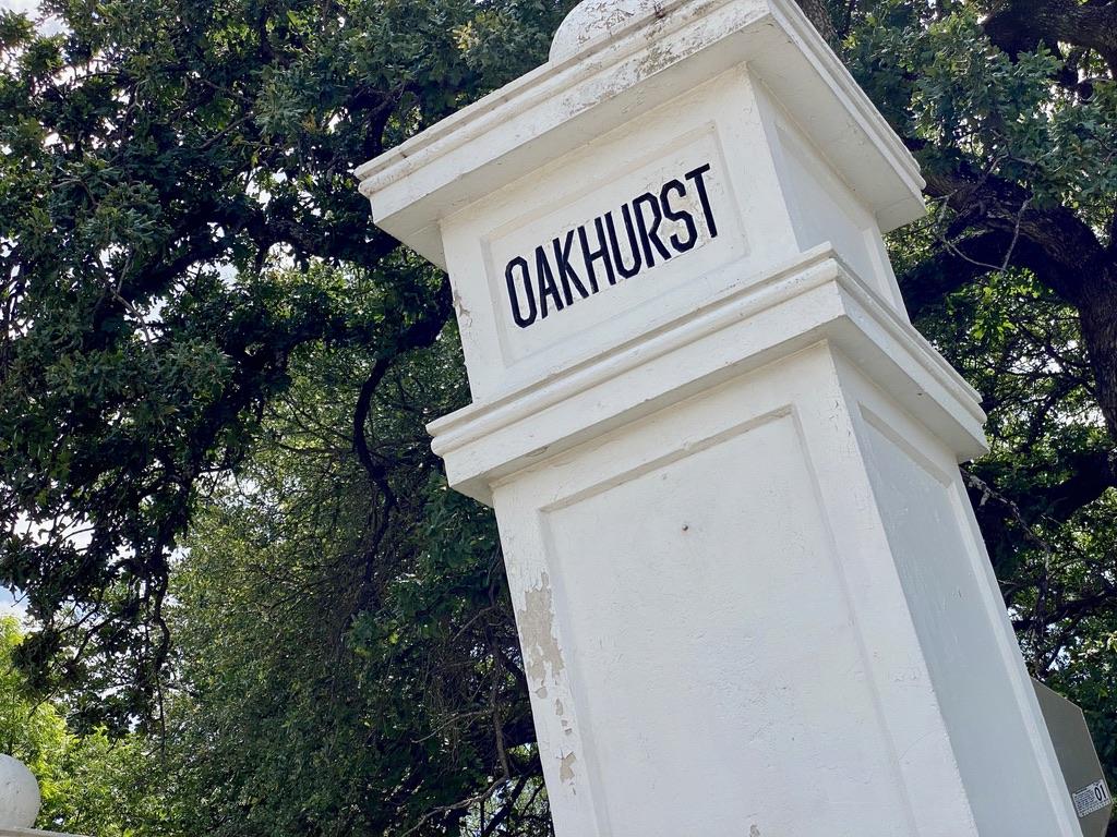 Oakhurst Sign off N Sylvania Ave