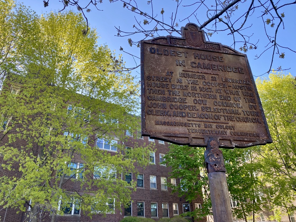 Sign for Oldest House in Cambridge on Linnaean St