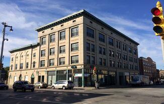 609 W Historic Mitchell St