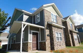 Super Spacious Townhouse 10 Minutes to the University of Arkansas Fayetteville