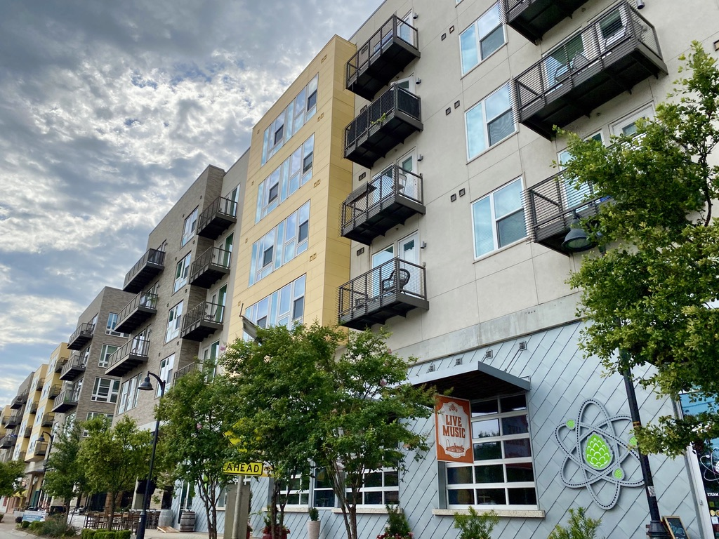 Singleton Blvd Apartments in Trinity Groves, TX
