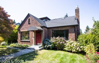 3033 45th Ave SW