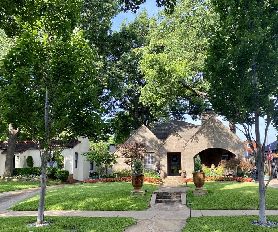 Homes in Oak Lawn, TX