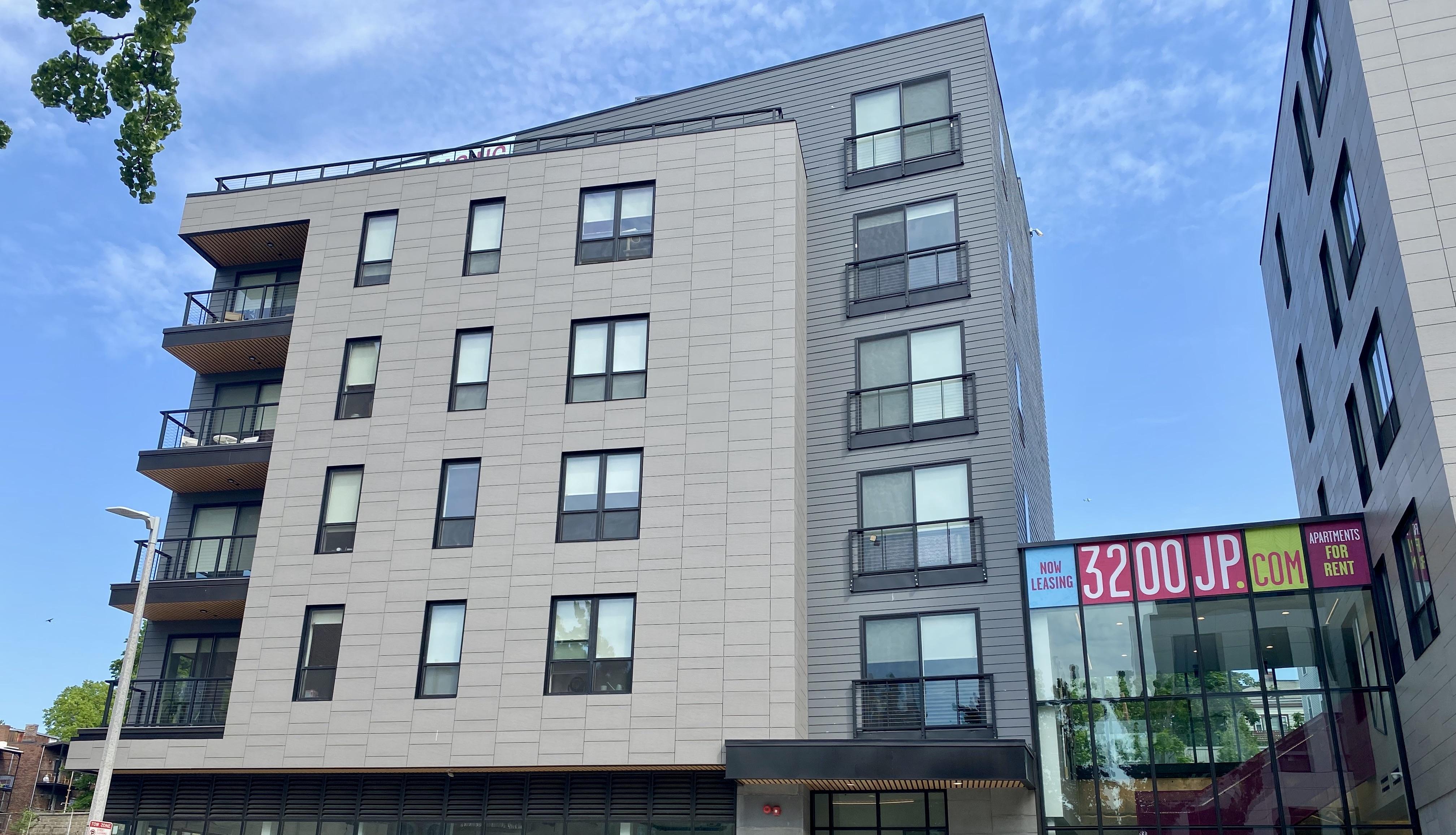 Luxe Washington Street Apartments in Jamaica Plain
