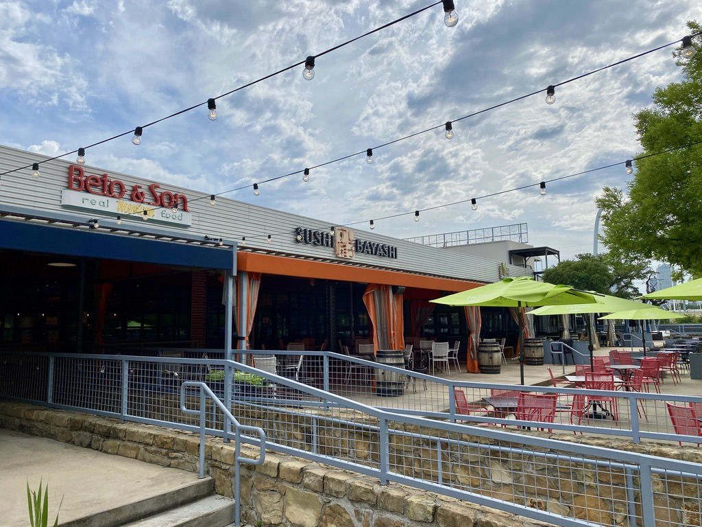 Restaurants and Patio in Trinity Groves, TX